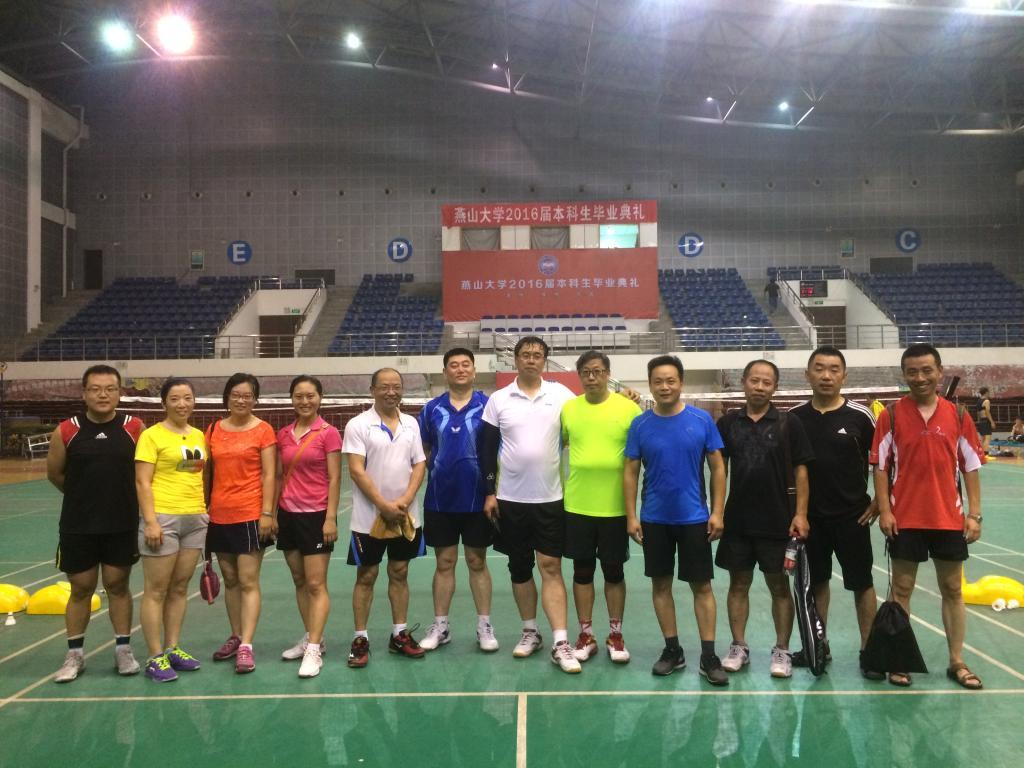 理学院羽毛球协会与秦皇岛市一中教师开展联谊活动